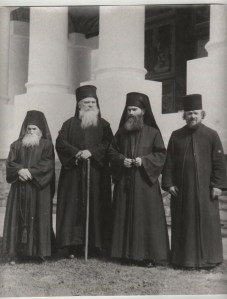 Pr. Arsenie Papacioc (al 2-lea din dreapta)